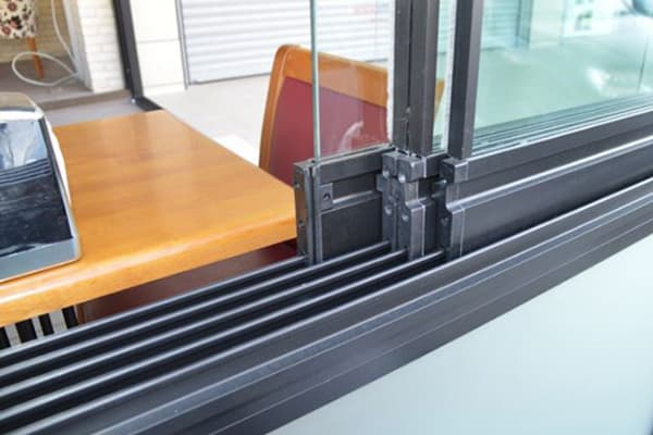 D2-Glass-sliding-wall-made-in-turkey