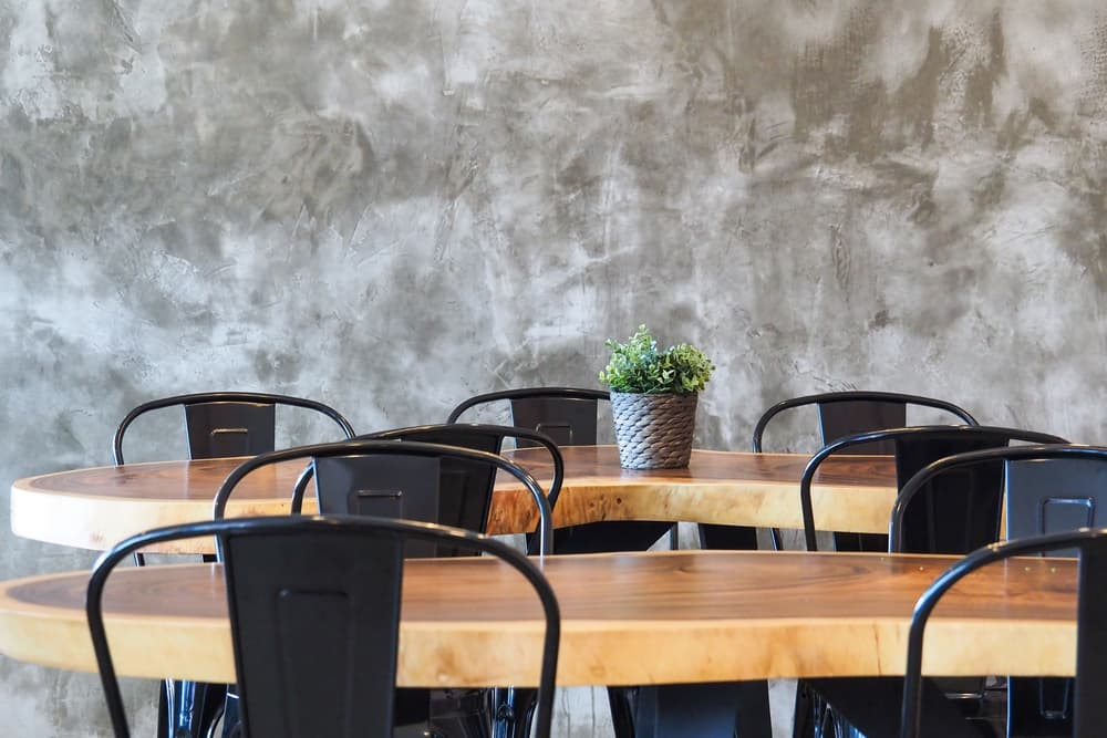metal or plastic chair for your restaurant